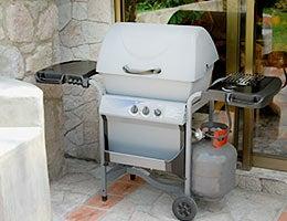 Barbecue grills © Gualberto Becerra/Shutterstock.com
