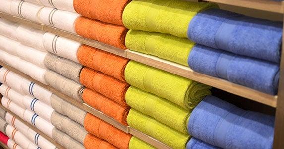 End of January: White sales © NRT/Shutterstock.com