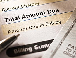 Repeated mistake: Carrying card balances © photastic/Shutterstock.com