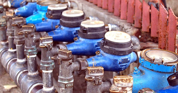 Install an irrigation meter © iStock