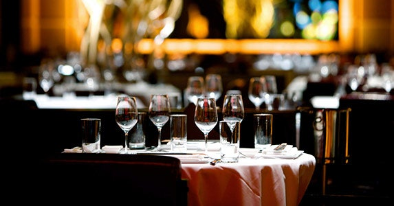 Have your reception in a restaurant © iStock