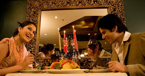 Fine dining for 2 | Hemant Mehta/Getty Images