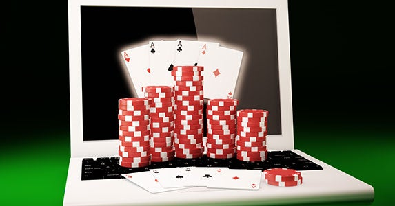 Online poker and real-life sports © Bobboz/Shutterstock.com