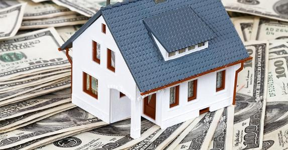 House on $100 bills © topseller/Shutterstock.com