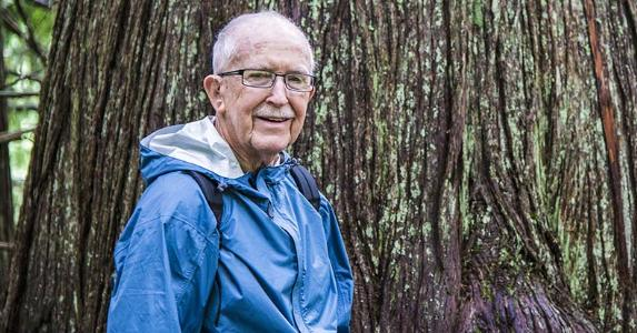 Senior man outside in nature © Robert Crum/Shutterstock.com