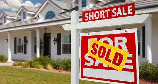 Sold short sale home © Andy Dean Photography/Shutterstock.com