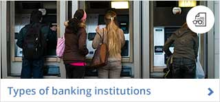 People in front of ATM © Rafael Ramirez / Fotolia