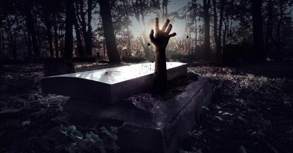 Spooky hand rising from a grave © Alexander Tihonov/Shutterstock.com