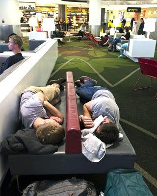 Sleeping in airport: © ChameleonsEye/Shutterstock.com