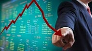 Businessman pointing to falling stock market graph © Kladej/Shutterstock.com