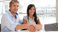Couple shaking hands with adviser © goodluz - Fotolia.com