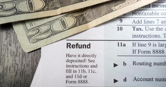 Tax form close-up on 'Refund' and $20 bills © Derek Hatfield/Shutterstock.com