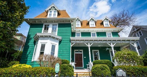 Turquoise green house | Jon Bilous/Shutterstock.com