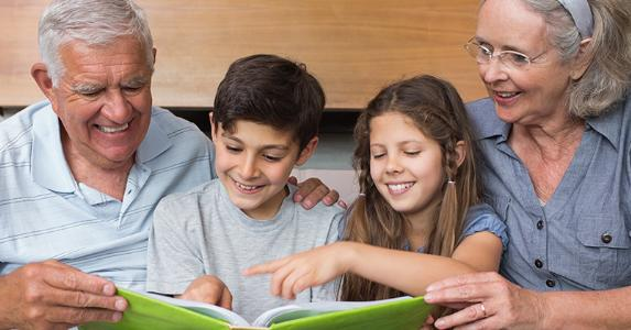 Grandparents reading with grandkids © wavebreakmedia/Shutterstock.com