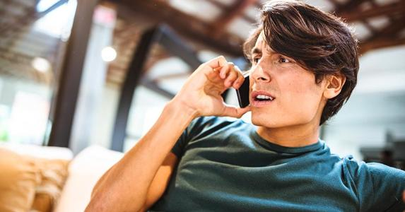 Upset young man on the phone | iStock.com/franckreporter