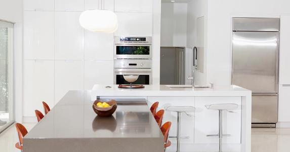 Modern-style white kitchen | Camilo Morales/Blend Images/Getty Images