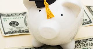 Piggy bank wearing graduation cap © karen roach/Shutterstock.com