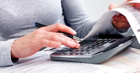 Woman doing taxes with receipts © Kurhan - Fotolia.com