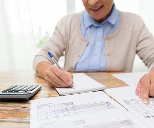 Woman writing information in notebook © Kinga/Shutterstock.com
