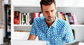 Man on laptop © baranq/Shutterstock.com