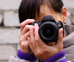 Young woman holding a DSLR camera