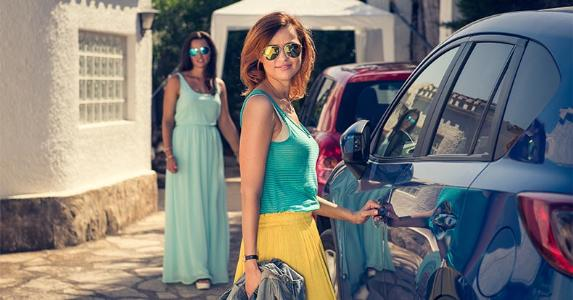 Two women getting into their cars © Produktownia/Shutterstock.com